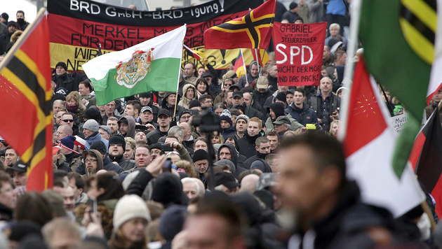 3000 Rechte marschierten durch Berlin (Bild: Associated Press)
