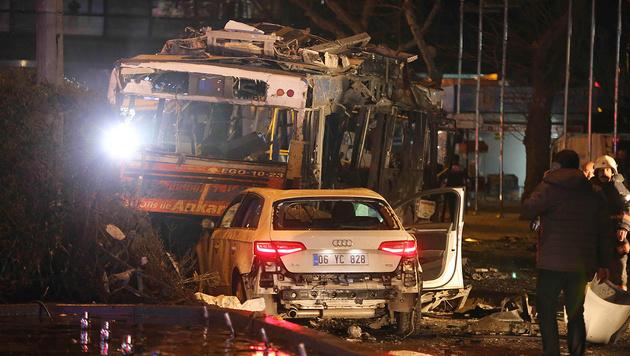 Dutzende Tote bei Anschlag im Zentrum von Ankara (Bild: APA/AFP/Erol Ucem)