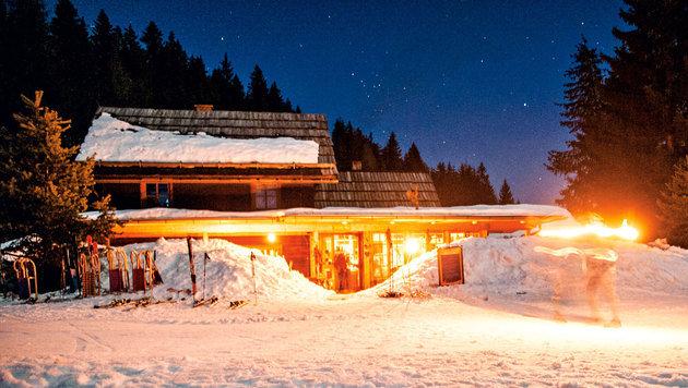 Die urige Hütte auf der Naggler Alm - kein Strom, aber dafür romantisch (Bild: Ferdinand Neumüller/Die Forelle)