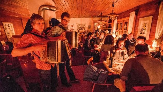 Den 60 Gästen, die 100 Euro für diesen Abend spendeten, schmeckte es. (Bild: Ferdinand Neumüller/Die Forelle)