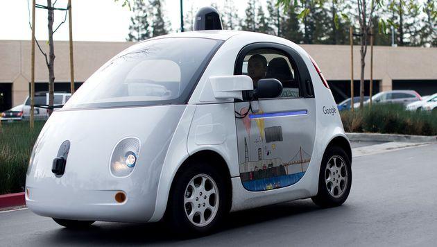 Autonome Autos ab 2017 testweise auf Autobahnen (Bild: Noah Berger / AFP)