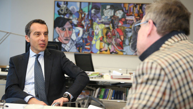 "ÖBB-Chef Christian Kern im Interview mit ""Krone""-Redakteur Mark Perry (Bild: Zwefo)"