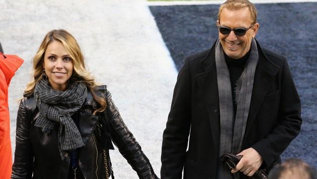 Kevin Costner und Ehefrau Christine Baumgartner (Bild: AFP)