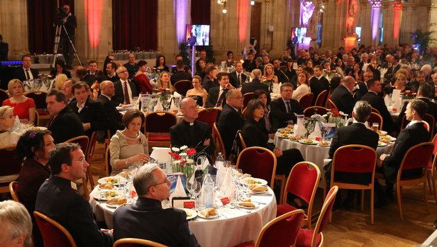 Viel Prominenz bei der Gala im Rathaus, darunter auch Innenministerin Johanna Mikl-Leitner (Bild: ZWEFO)