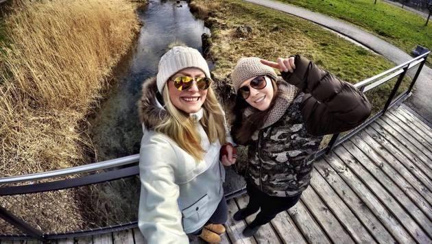 Tina Weirather (rechts) und Ragnhild Mowinckel genießen ihre Freizeit in Liechtenstein. (Bild: facebook.com)