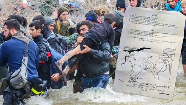 """Tausende Migranten marschierten Richtung Norden (Bild: EPA/NAKE BATEV ,""""Krone"""")"""