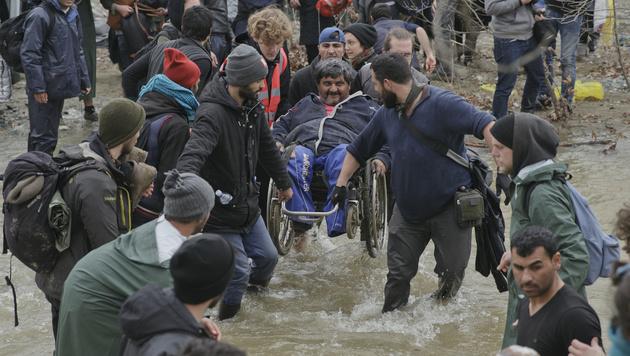 Tausende Migranten marschierten Richtung Norden (Bild: AP)