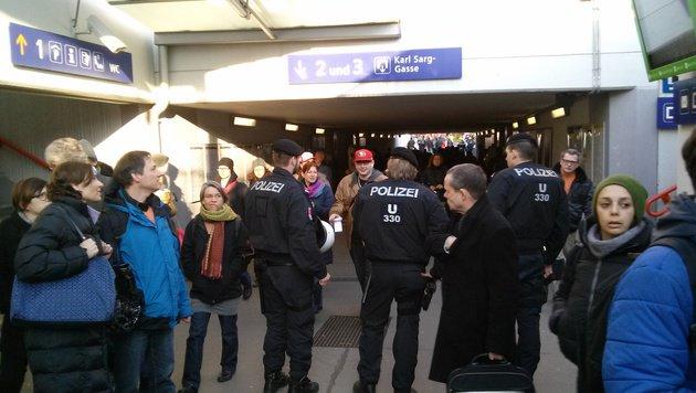 """Aufgeheizte Stimmung bei Demos in Wien-Liesing (Bild: """"Krone"""")"""