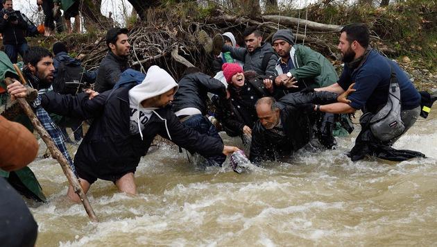 Die Str�mung des Flusses ist teilweise sehr stark. (Bild: APA/AFP/DANIEL MIHAILESCU)