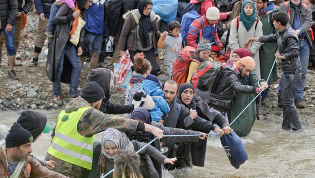 Idomeni: So provozierten Aktivisten das Grenzdrama (Bild: AP)
