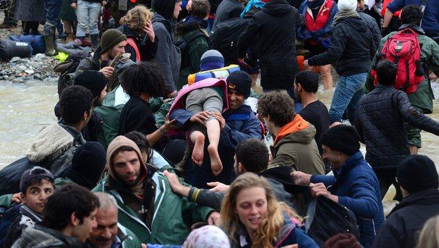 Idomeni: So provozierten Aktivisten das Grenzdrama (Bild: EPA)