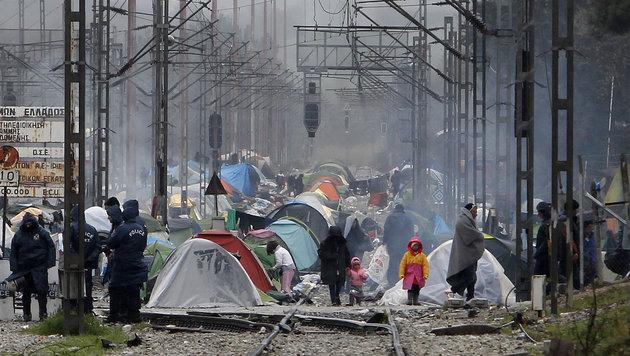 Aktuelles Bild vom Dienstag: Das Flüchtlingslager von Idomeni (Bild: AP)
