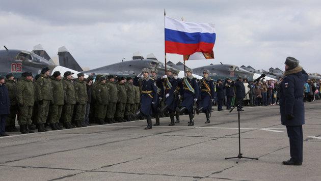 Militärparade für die heimgekehrten russischen Soldaten (Bild: ASSOCIATED PRESS)