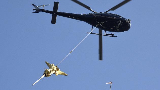 """Spektakul�re Aufnahme von der """"Flugshow"""" (Bild: APA/AFP/DAMIEN MEYER)"""