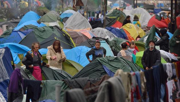 Flüchtlinge in Idomeni an der griechisch-mazedonischen Grenze (Bild: AFP)