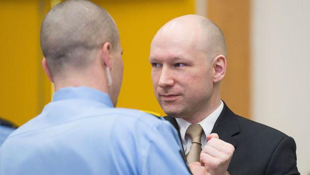 Gericht gibt Massenmörder Breivik teilweise Recht (Bild: APA/AFP/Jonathan Nackstrand)