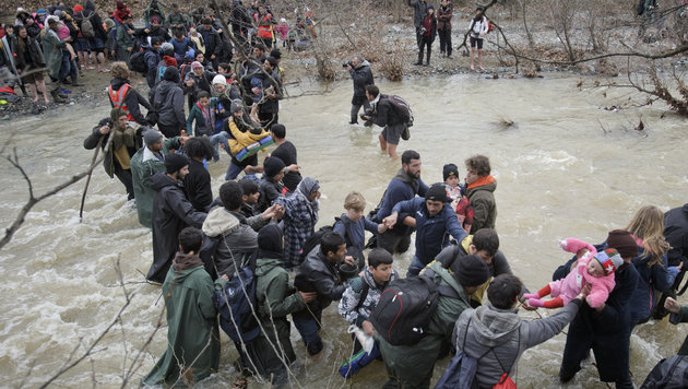 Idomeni: So provozierten Aktivisten das Grenzdrama (Bild: Associated Press)