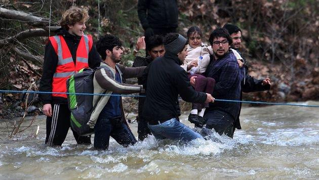 Idomeni: So provozierten Aktivisten das Grenzdrama (Bild: APA/AFP/Sakis Mitrolidis)