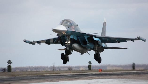 Landeanflug eines russischen Su-34-Bombers in der Nähe der russischen Stadt Woronesch (Bild: ASSOCIATED PRESS)