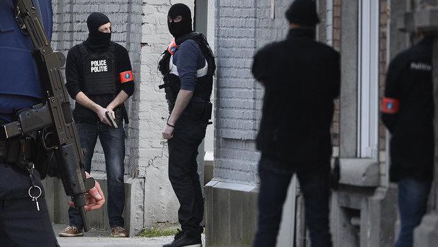 Brüssel: Zwei Festgenommene wieder freigelassen (Bild: AP, APA/AFP/Belga/Dirk Waem)