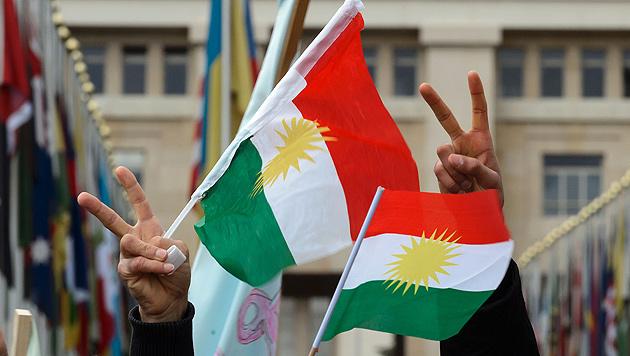 Syrische Kurden riefen autonome Region aus (Bild: APA/AFP/Fabrice Coffrini)
