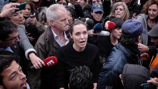 Angelina Jolie bei ihrem Besuch in Piräus (Bild: APA/AFP/LOUISA GOULIAMAKI)