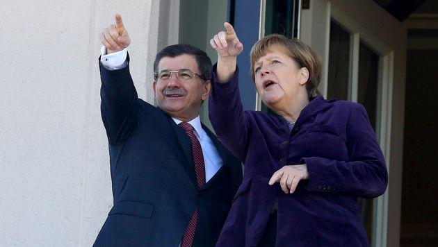 Der türkische Ministerpräsident Ahmet Davutoglu und Merkel arbeiten an einem gemeinsamen Deal. (Bild: AFP)