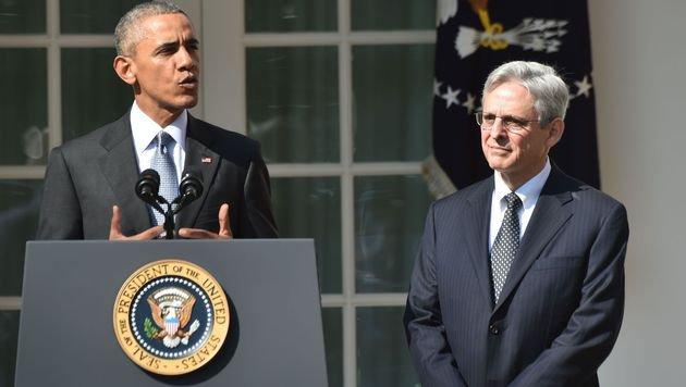 Obama (li.) und Bundesrichter Merrick Garland (Bild: AFP)