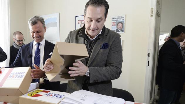 Hofer reichte mehr als 20.000 Unterschriften ein (Bild: APA/Hans Klaus Techt)