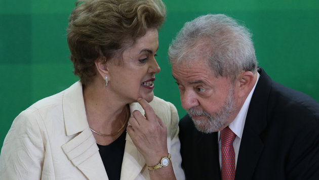 Präsidentin Rousseff und ihr neuer Stabschef Lula sind in weiten Teilen des Volkes unbeliebt. (Bild: ASSOCIATED PRESS)