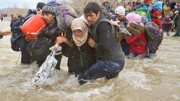 Idomeni-Grenzdrama: Grün-Aktivistin droht Anklage (Bild: AP)
