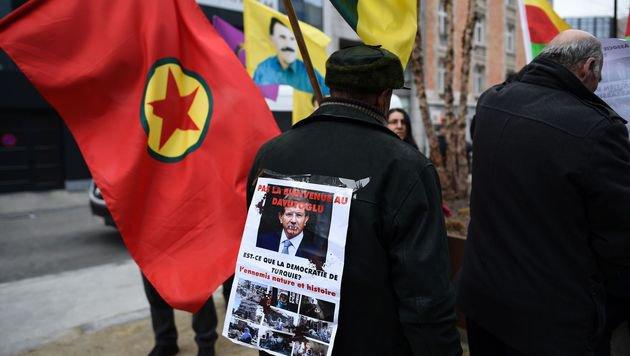 """Kurden: """"Seid keine Komplizen von Verbrechern"""" (Bild: APA/AFP/JOHN THYS)"""