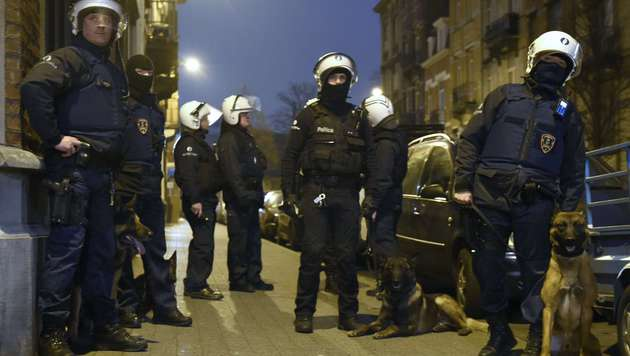 Der Polizeieinsatz in Molenbeek am vergangenen Freitag (Bild: APA/AFP/JOHN THYS)