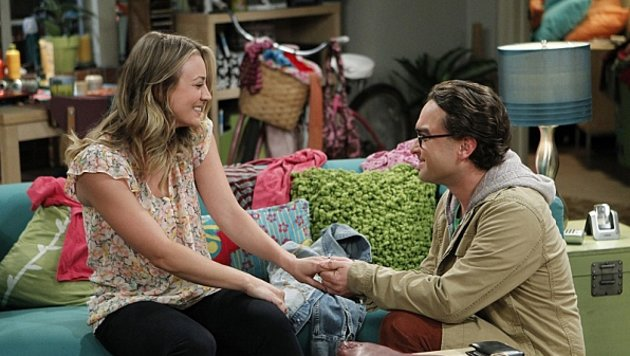 "Kaley Cuoco und Johnny Galecki in ""The Big Bang Theory"" (Bild: CBS)"