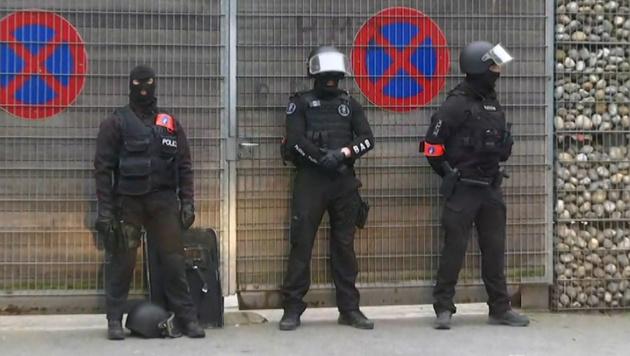 Bilder vom Anti-Terror-Einsatz in Molenbeek (Bild: AP)