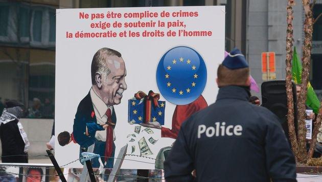 So sehen die Kurden den Deal zwischen Erdogan und Merkels EU. (Bild: APA/AFP/JOHN THYS)