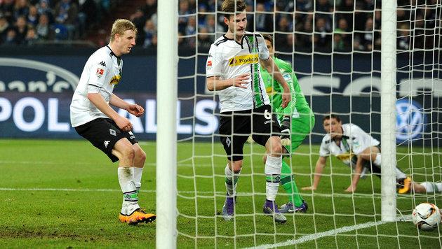 Slapstick! Hinteregger-Eigentor macht Schalke froh (Bild: GEPA)
