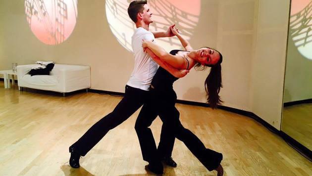 """Elegant! """"Dancing Star"""" Thomas Morgenstern zeigt sich mit Partnerin Rosi Wieland sehr beweglich. (Bild: Facebook.com)"""