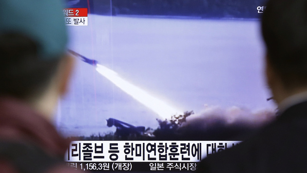 Kim Jong Un ließ wieder Raketen abfeuern (Bild: AP)