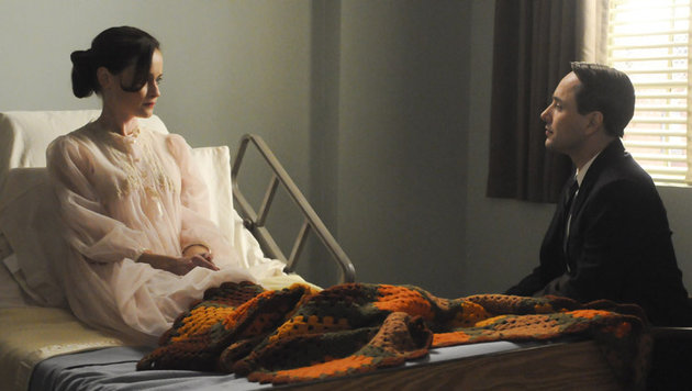 "Alexis Bledel und Vincent Kartheiser in ""Mad Men"" (Bild: AMC)"