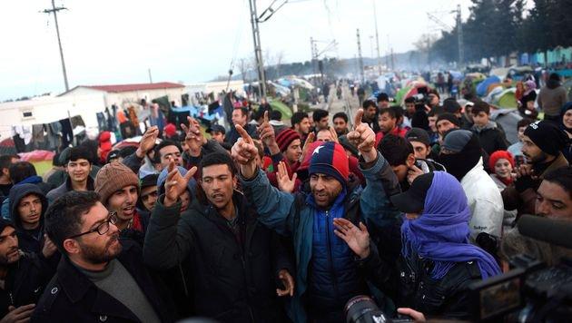Trotz des EU-Türkei-Deals will die UNO noch mehr legale Einreisemöglichkeiten für Syrer. (Bild: APA/AFP/DANIEL MIHAILESCU)