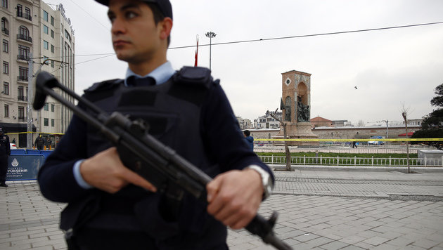 Istanbul: Blutiger Anschlag auf Einkaufsstraße (Bild: AP)