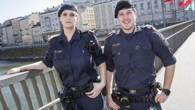 Daniela Salentinig und Fabian Mischitz von der Rathauswachstube mit den Bodycams an der Uniform (Bild: Markus Tschepp)