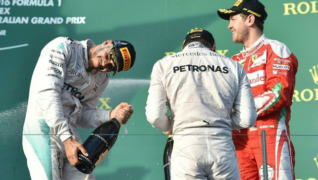Rosberg gewinnt höchst turbulenten Auftakt-GP (Bild: APA/AFP/PETER PARKS)