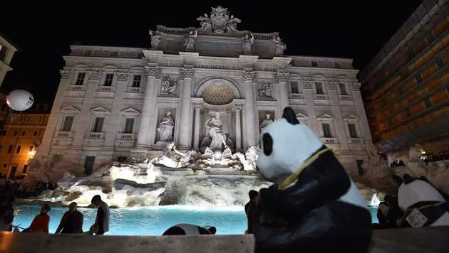 Auch für den Trevi-Brunnen in Rom hieß es... (Bild: APA/AFP/VINCENZO PINTO)