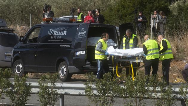 13 Studentinnen bei Busunglück in Spanien getötet (Bild: AP)