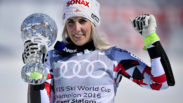 Eva-Maria Brem ist unsere Kristall-Königin! (Bild: APA/AFP/FABRICE COFFRINI)