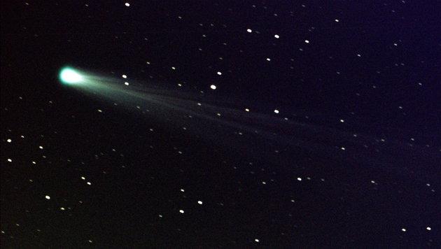 gleich zwei kometen fliegen nah an der erde vorbei spektakel am himmel wissen. Black Bedroom Furniture Sets. Home Design Ideas
