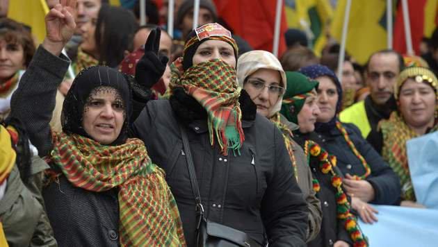 Die türkische Polizei geht gewaltsam gegen Anhänger der verbotenen kurdischen Arbeiterpartei vor. (Bild: AFP)