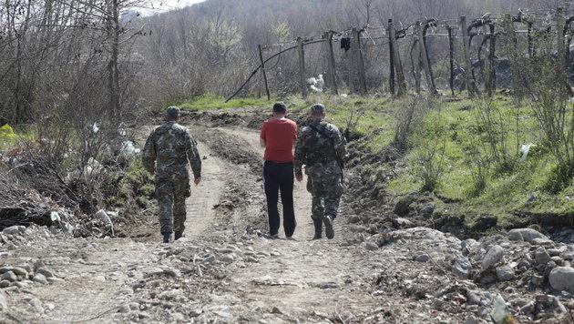 Die mazedonische Armee steht an der Grenze in permanenter Alarmbereitschaft. (Bild: Klemens Groh)